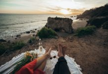 What to bring to a beach picnic
